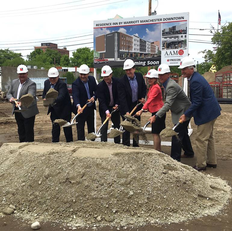 File:New York Marriott Marquis Under construction-June 21